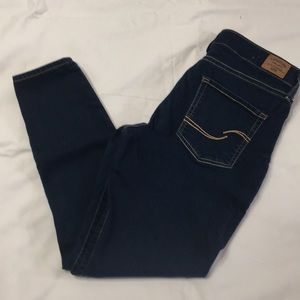 Levi's mid rise skinny.  Size 6